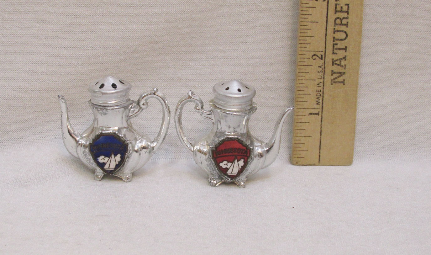 Miniature Salt & Pepper Shakers Teapot Shaped Minnesota Souvenir Sail Boats Pair