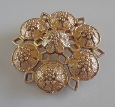 Vintage Signed Sarah Coventry Gold Tone Raised Flower Custer Brooch - $5.70