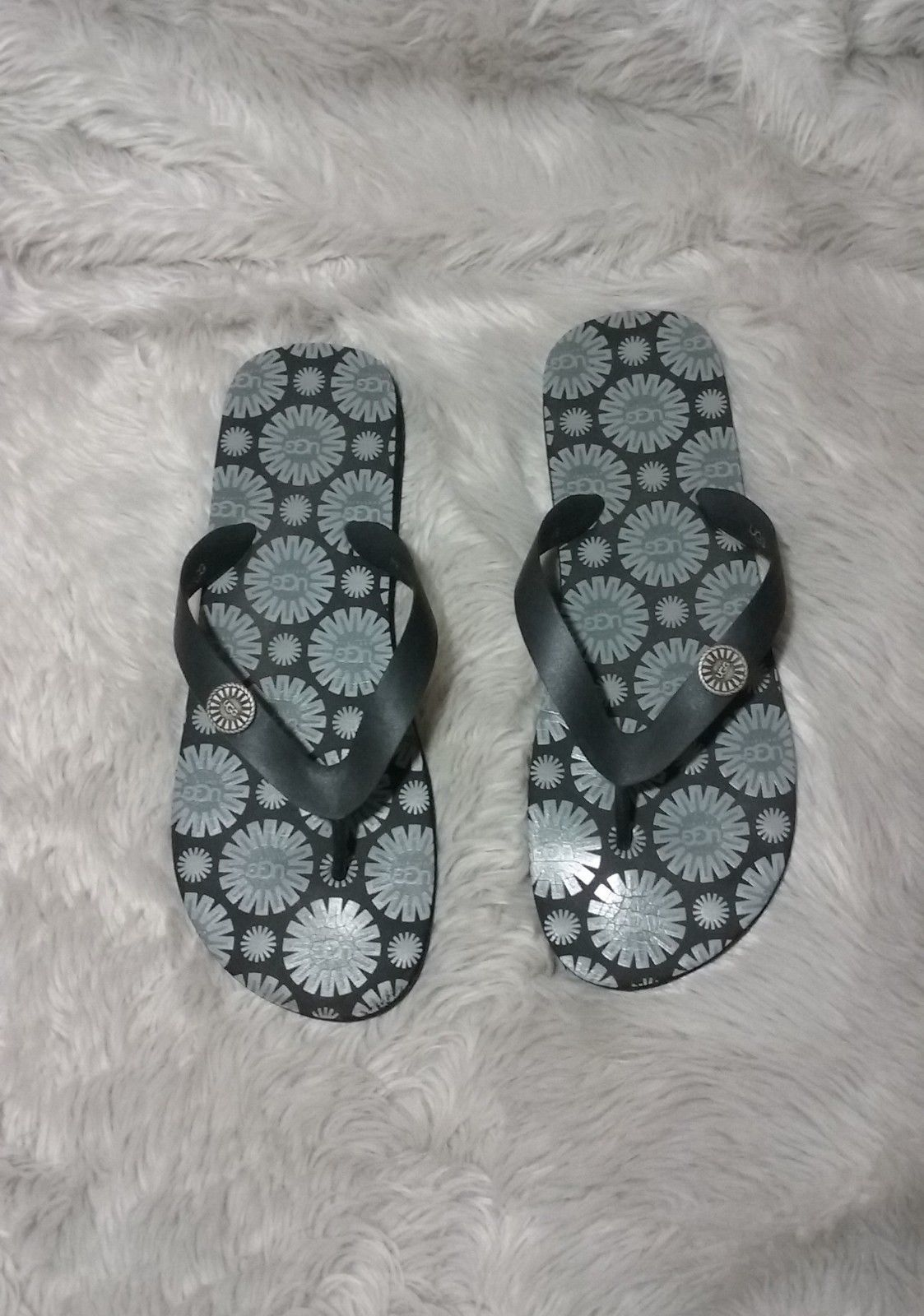 3fea70e23b3 UGG Women's Rubber Flip Flop Slip-On Flats and similar items