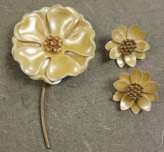 Vintage Sunflower Pin Brooch And Clip on Earring Set Yellow Flower - $14.00