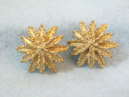 AVON FROSTY Gold Plated SUN BURST Earring Clip Textured Nugget Vintage N... - $13.85