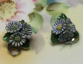VTG 40s/50s Porcelain/China Blue Daisy Flowers Trio Small Clip On Earrings~VGVC image 2