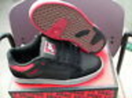 Vans mens skateboarding shoes desurgent black/red/grey size 10 new with box - $54.40