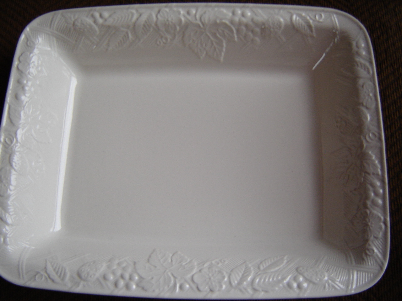 "MIKASA ""ENGLISH COUNTRY SIDE"" DINNERWARE 42 PC SET FOR 8 W/SERVERWARE WHITE NEW"