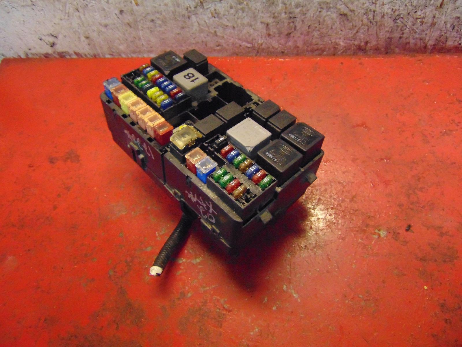 02 Jaguar X-type oem 3.0 v6 engine compartment bay fuse & relay box panel