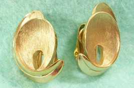 Vintage Crown Trifari Swirl Brushed and Shiny Gold Plate Huggie Clip Ear... - $17.77