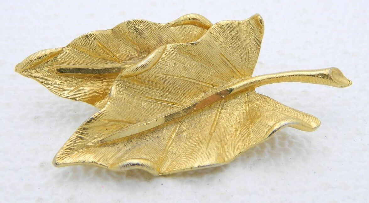 VTG BSK Signed Gold Tone Modern Textured Dual Leaf Brooch Pin