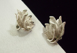CROWN TRIFARI Satin n Shiny Silver Plate LEAF Cluster Clip on Earrings V... - $16.82