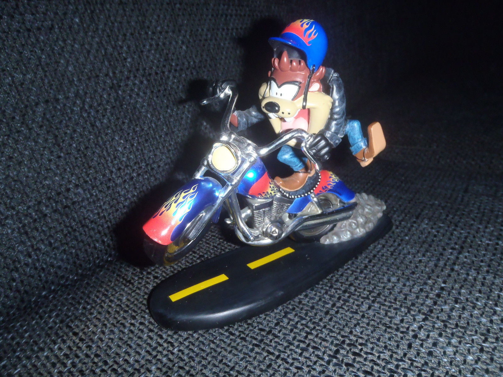 Primary image for Extremely Rare! Looney Tunes Taz Tasmanian Devil on Motorcycle Figurin LE Statue