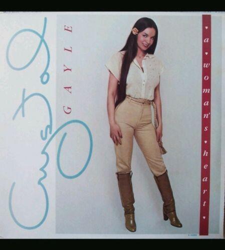 CRYSTAL GAYLE - A Woman's Heart - Vinyl LP Record LOO-1080