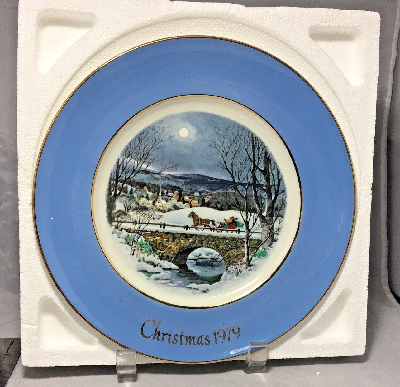 "Dashing through the snow Christmas 1979 Avon 8.5"" plate in box Wedgwood England"