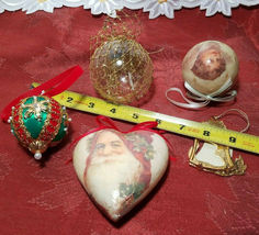 FIVE ASSORTED VINTAGE CHRISTMAS ORNAMENTS image 3