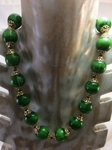 Vintage Women Necklace Hong Kong Signed Green with Gold Tone Metal. - $6.50