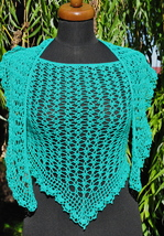 Crochet triangle Shawl, Green crochet shawl, Summer pure cotton scarf, C... - €41,37 EUR