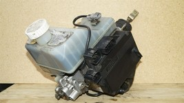 01-02 Mitsubishi Montero Limited Abs Brake Pump Assembly MR527590 MR407202 image 2