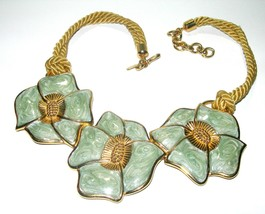 LARGE VITNAGE GREEN ENAMEL GOLD TONE MONET SIGNED FLOWER NECKLACE HUGE C... - $225.00