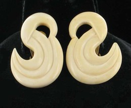 BEAUTIFUL VINTAGE SWIRL LARGE CLIP EARRINGS-SO PRETTY! 1970'S SWAN SHAPE! - $80.99