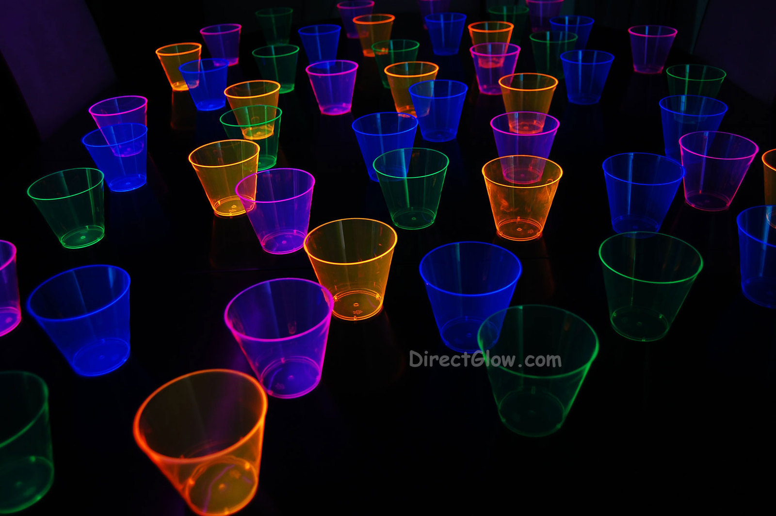 50ct Neon Assorted Blacklight Reactive 9oz Party Cups with 5 Blacklight Balloons