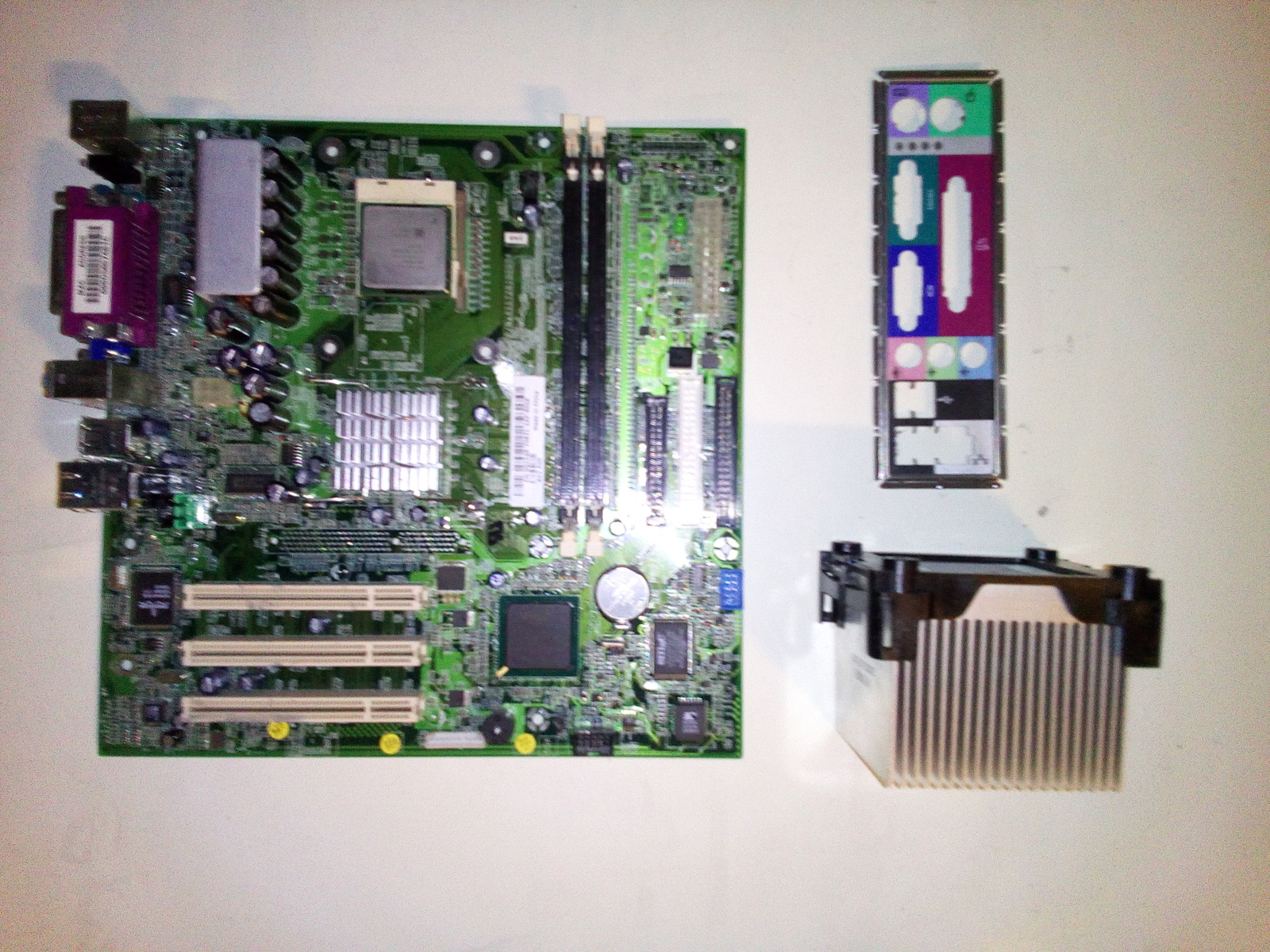 Primary image for Dell Dimension 2400 Motherboard w/Intel P4 2.80GHz CPU & 1GB RAM - CN-0G1548