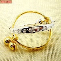 2017 Fashions New Gift 2pcs Baby Kid Bell Bangle Bracelet Gold And Silver - $1.97