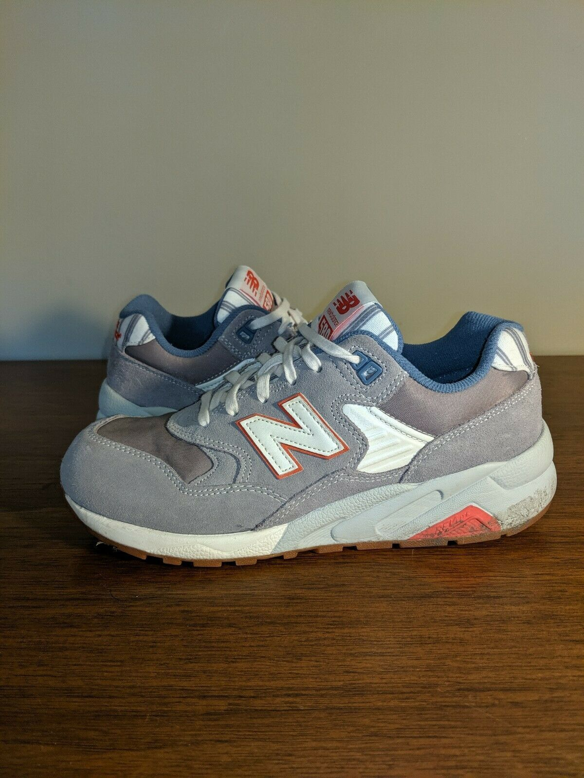 New Balance 580 Classic Beach Grey White Red Women's Sneakers size 7.5 WRT508RE