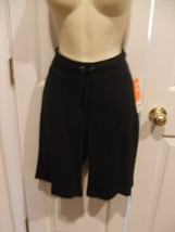 NWT $26 Womens St. Johns Bay BLACK Bermuda Short Comfort Waist SIZE SMALL - $18.80