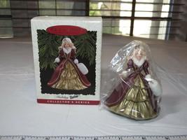 Hallmark Recuerdo Ornamento 1996 Vacaciones Barbie Coleccionistas Serie ... - $10.66