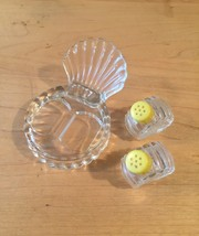 Vintage 50s glass Scallop Shell salt and pepper shaker set image 3