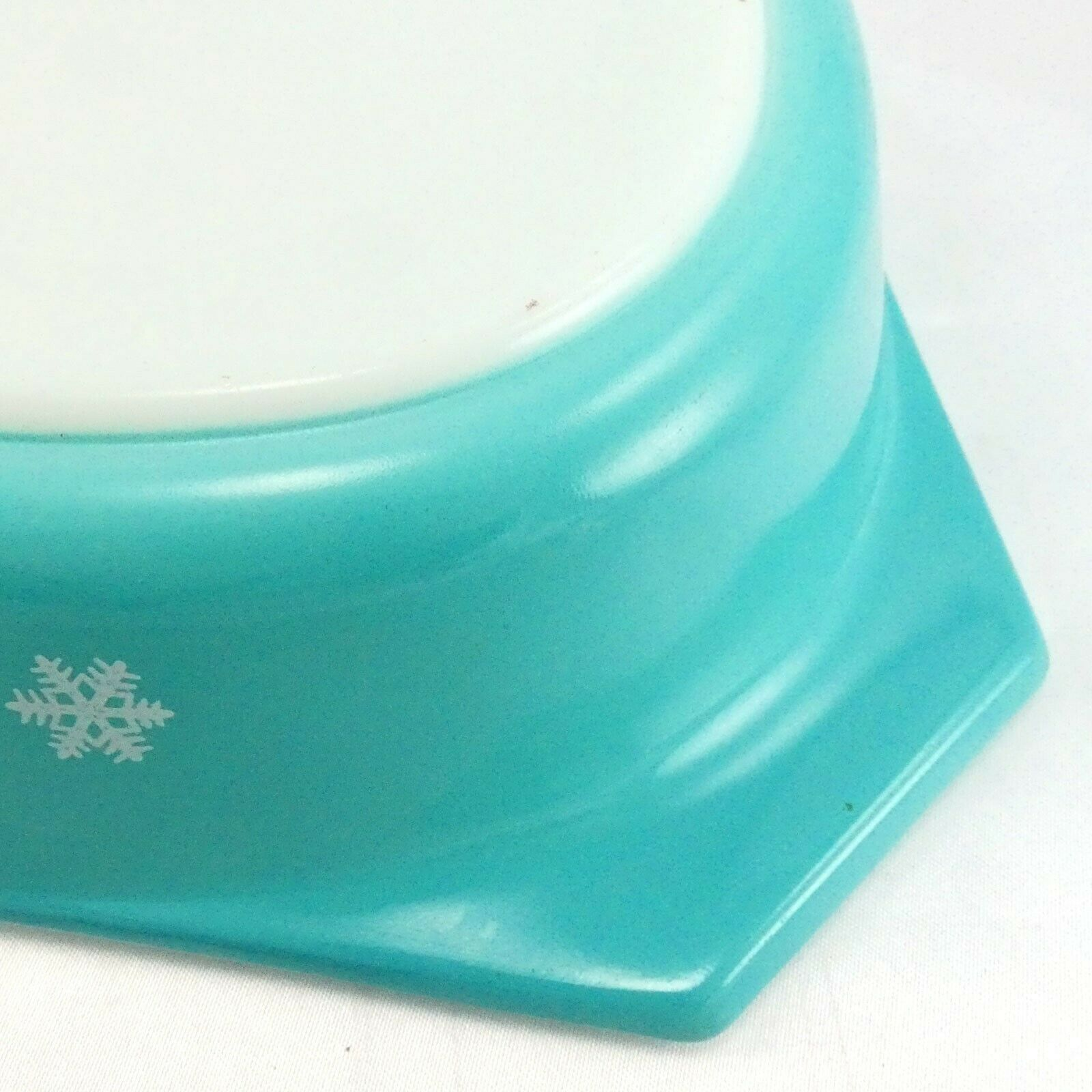 Pyrex Snowflake Turquoise Divided Dish 1.5qt ~ Made in the USA image 6