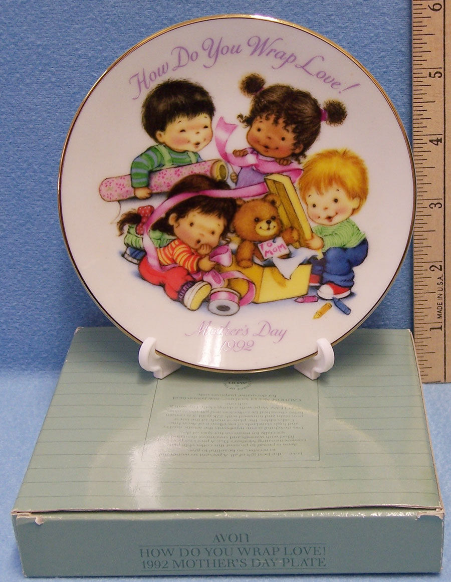 1992 Avon Collector Plate Small Mothers Day With Plate Stand Original Packaging