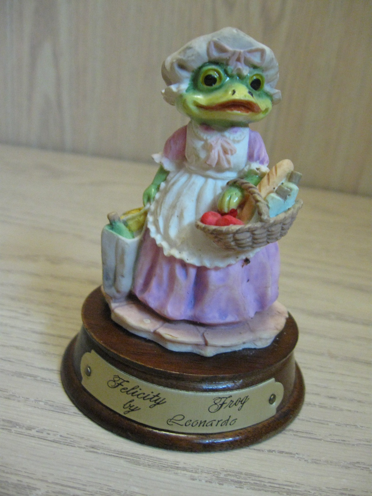 Figurine Felicity Frog Leonardo Little Nook Village LN-26  1989