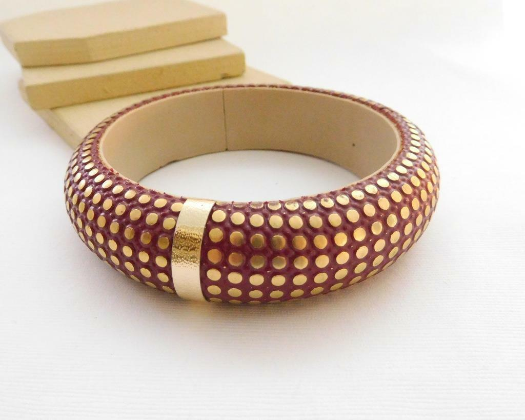 Vintage New Old Stock 1980s India Made Red Gold Chunky Boho Bangle Bracelet ZZ