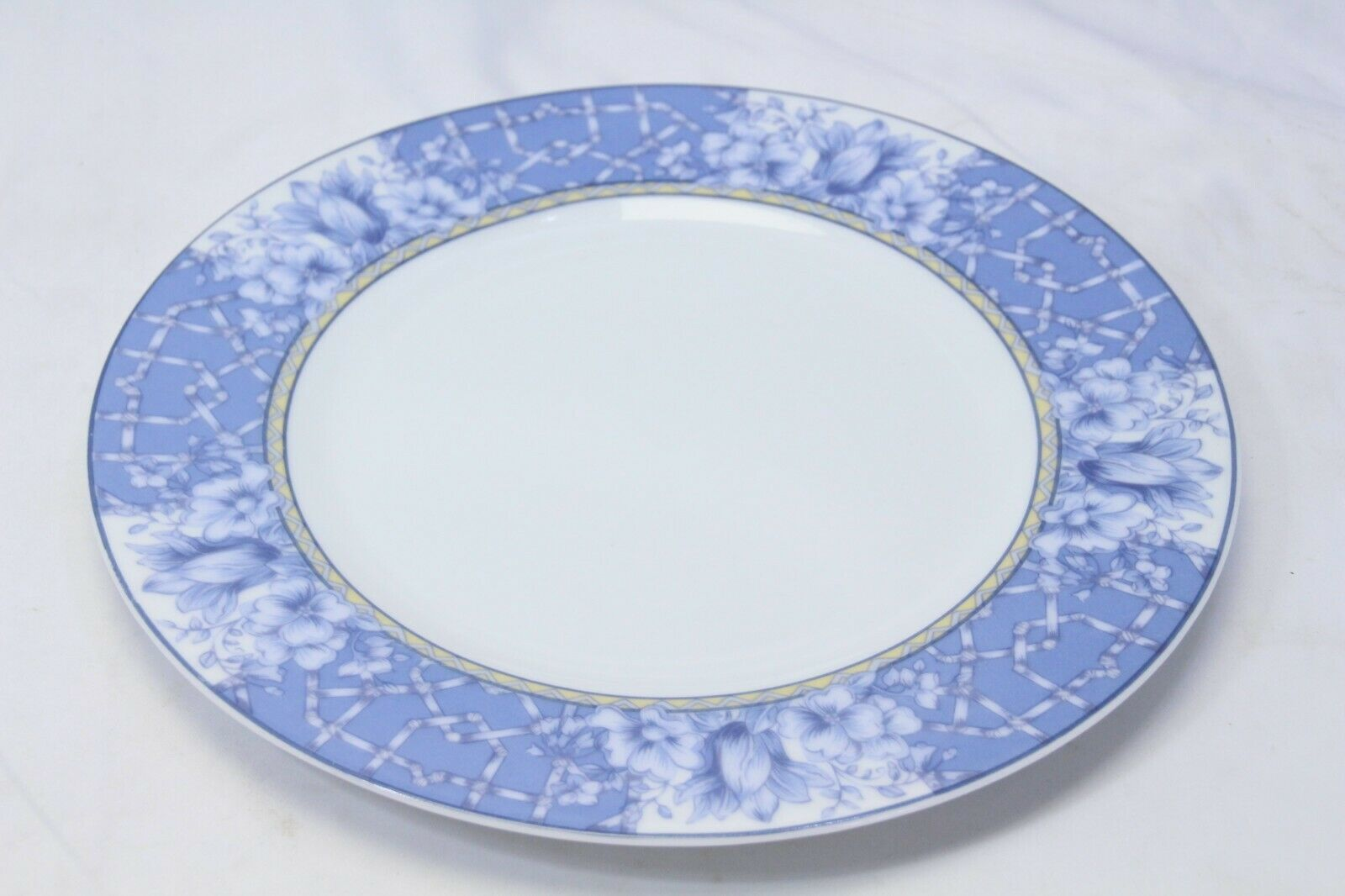 """Coventry Palace Garden Dinner Plates 10.75"""" Lot of 7 image 4"""