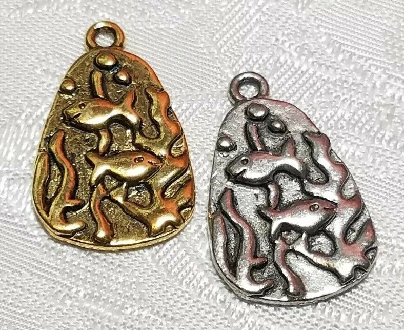 SWIMMING FISH FINE PEWTER PENDANT CHARM  - 15x24x2mm