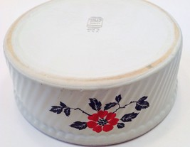 HALL SUPERIOR QUALITY KITCHENWARE ROUND FRENCH FLUTED BAKER RED POPPY USA - $19.75