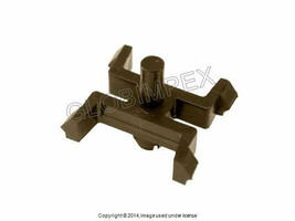BMW E28 (1982-1988) Moulding Clip (1) GENUINE - $10.45
