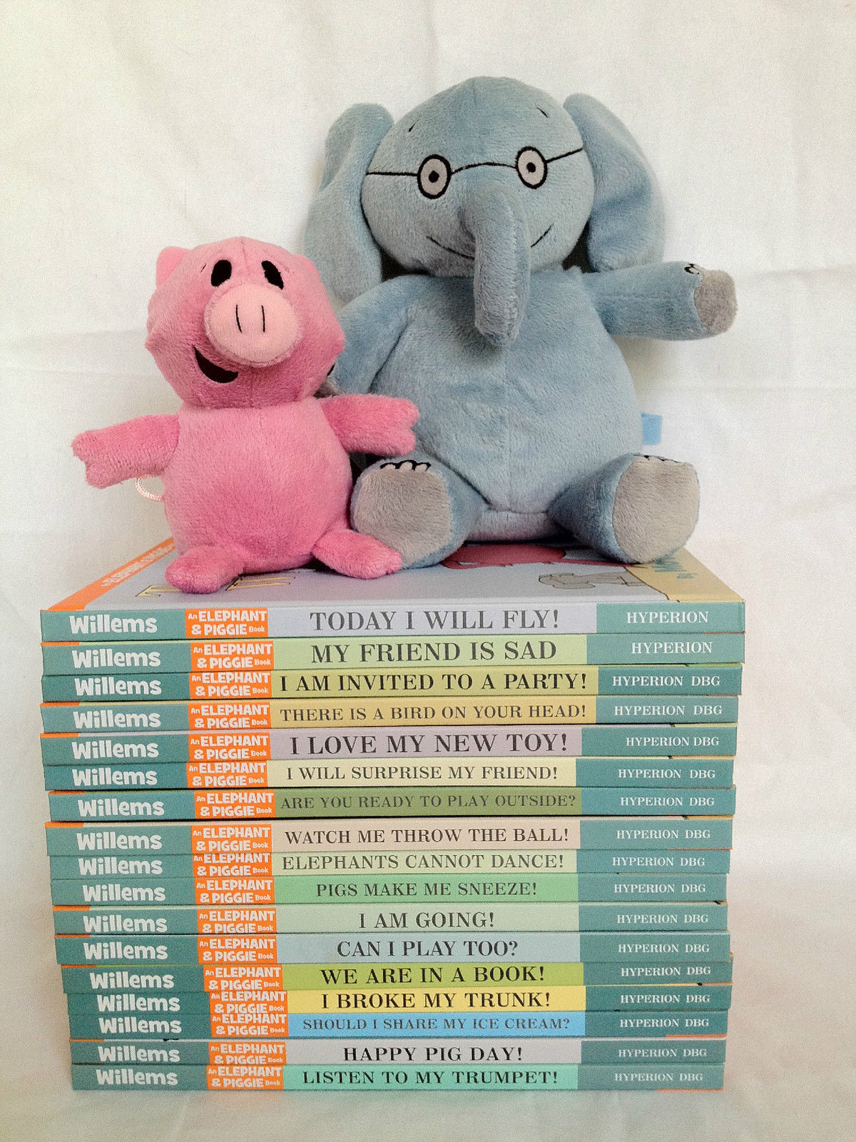 A 22 Book Set Mo Willems Elephant and Piggie Series with Two Plush Dolls Bundle