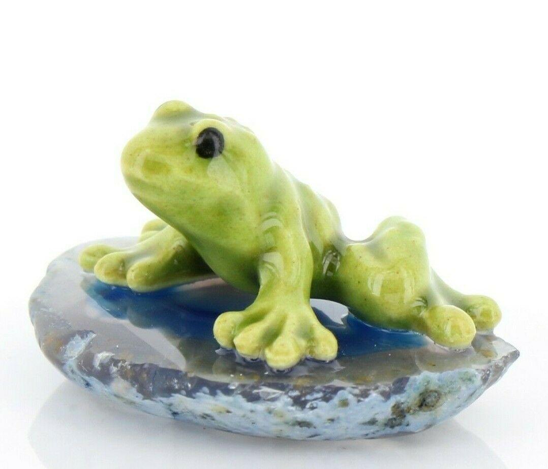 Hagen Renaker Miniature Baby Green Frog on Base Stepping Stones Figurine #2720