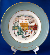 Wedgwood 1980 Christmas Plate Country Christmas Green Border Avon England Annual - $16.00