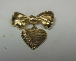 Vintage Avon Gold Tone Bow & Heart Pin Brooch - $10.88