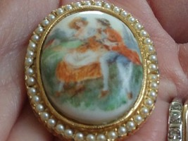 Vintage Porcelain Lovers Pearl Cameo - $13.85