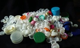 Lot of 1000 Used Plastic Soda Pop Bottle Caps Art Crafts Mural White Pink - $47.99