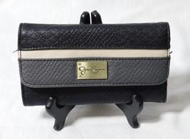 Jessica Simpson JS12090 Multi-Color Tri-Fold Snap Clutch Wallet - $299,70 MXN