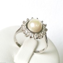 18CARAT 750 WHITE GOLD RING WITH Freshwater Cultured PEARL 5mm and Zircons - £167.70 GBP