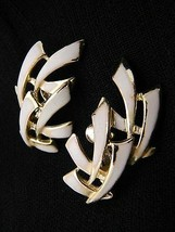 VTG 1950s Gold Tone PEGASUS CORO White Enamel Abstract Clip Earrings - $29.70
