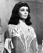 Elizabeth Taylor Cleopatra In Robe Striking Image 16X20 Canvas Giclee - $69.99
