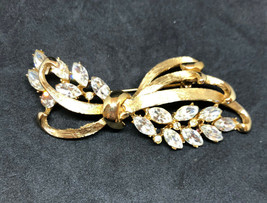 Vintage BSK Brooch Rhinestone Gold Tone Bow Costume Jewelry Preowned - $39.59