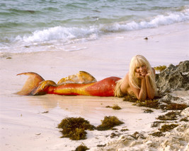 Daryl Hannah on Beach Splash as mermaid 11x14 Photo - $14.99