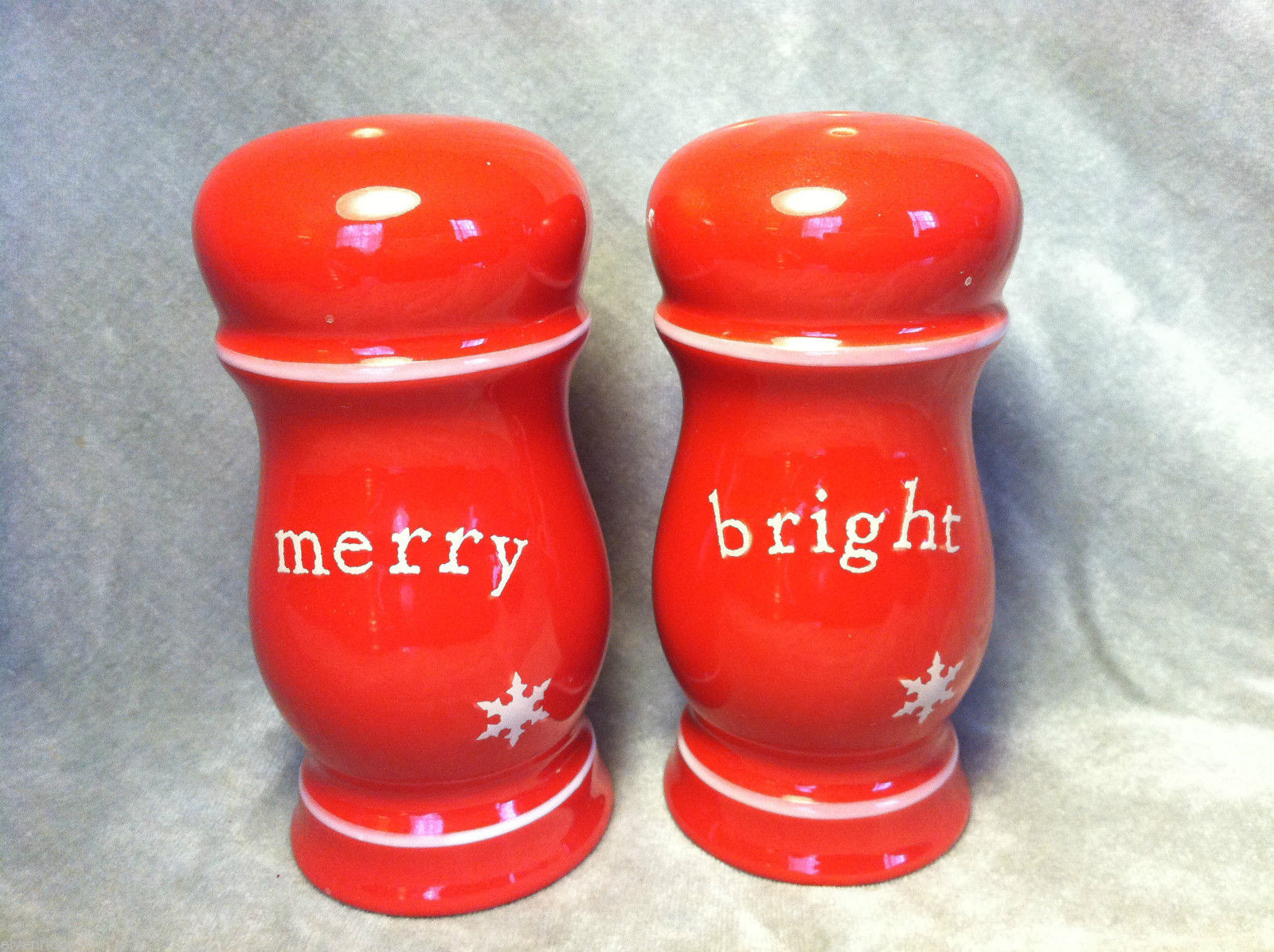Christmas  Merry and Bright red salt and pepper shakers