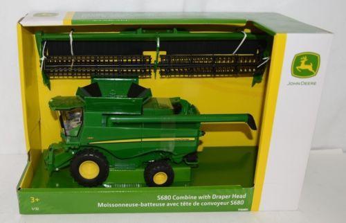 John Deere LP64463 Plastic S680 Combine With Draper Head